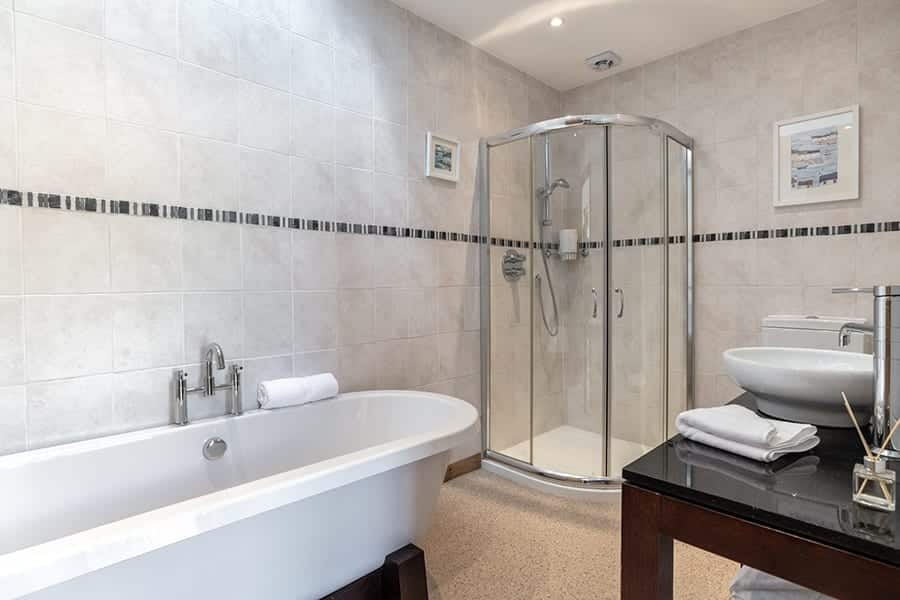 bathroom in this highland cottage rental